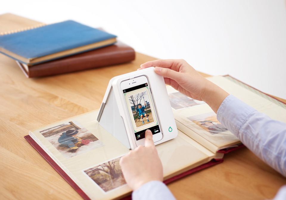 """大切な思い出を""""永遠のもの""""に:紙焼き写真をテカらずデジタル化する「Omoidori」 1番目の画像"""