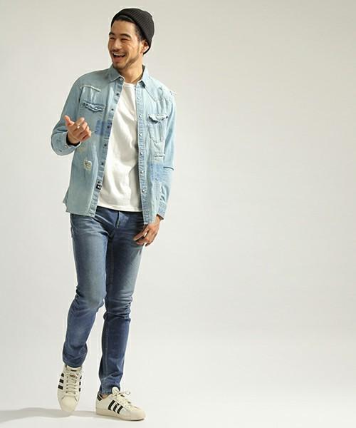 デニムシャツをおしゃれにかっこよく着こなすには?おしゃれメンズから学ぶ「デニムシャツのコーデ術」 9番目の画像