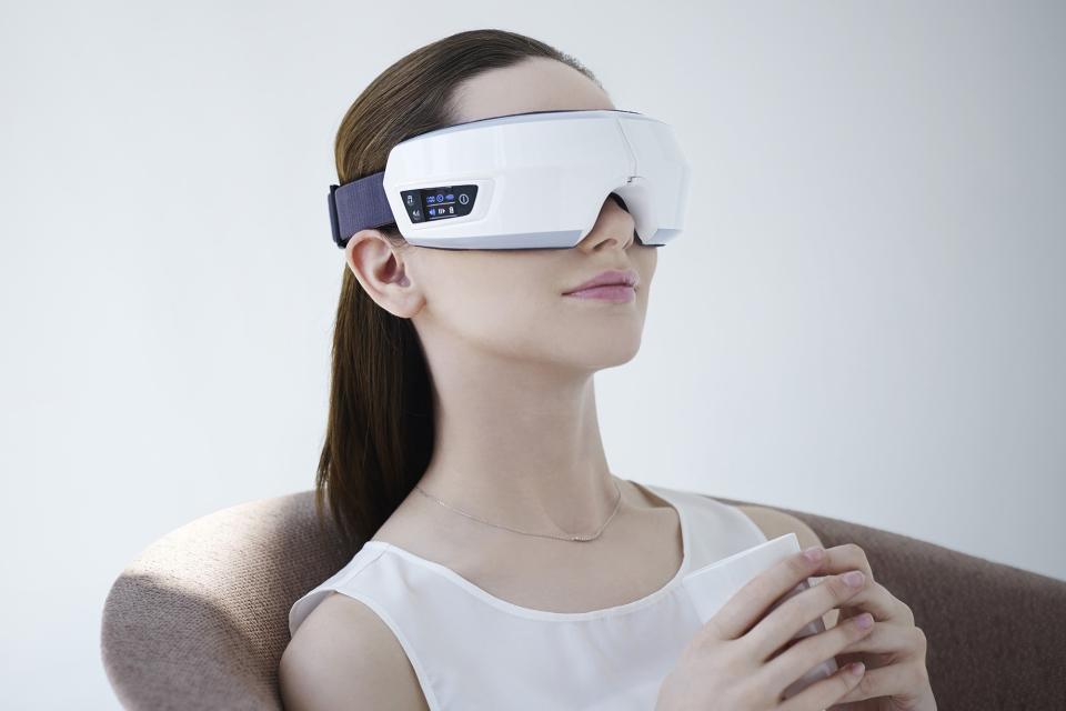 眼精疲労を改善!目元専用マッサージ機「3D EYE MAGIC」で就寝前に至福のひと時を 1番目の画像