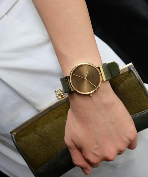 """今の気分は""""小さめ""""! 小顔なユニセックス腕時計のおすすめ5本 3番目の画像"""
