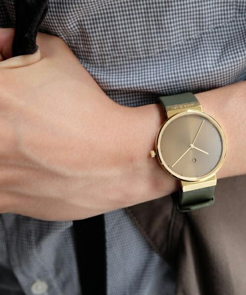 """今の気分は""""小さめ""""! 小顔なユニセックス腕時計のおすすめ5本 1番目の画像"""