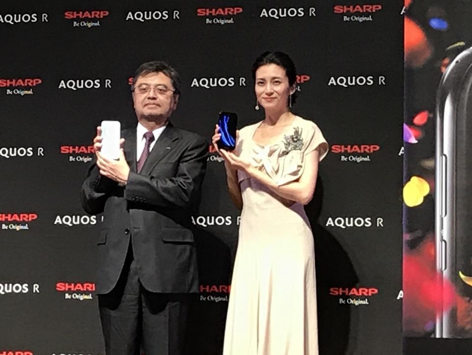 シャープ最新スマホ「AQUOS R」は7月7日発売!CM発表会には柴咲コウが登場 1番目の画像