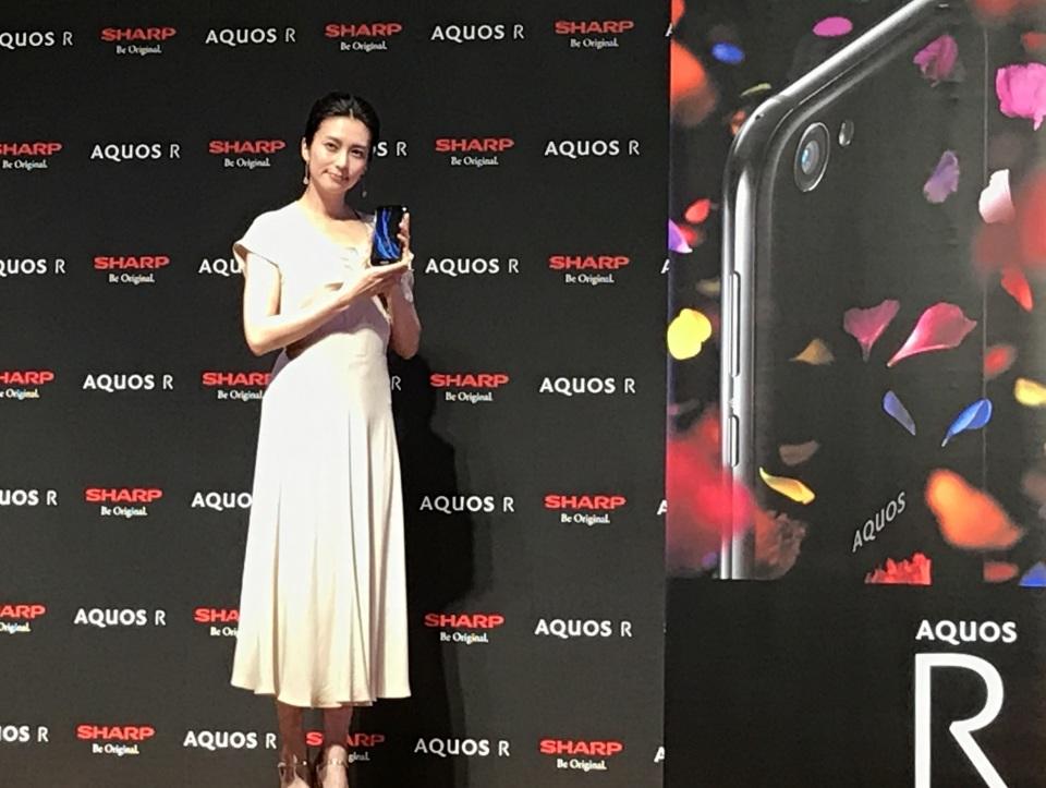 シャープ最新スマホ「AQUOS R」は7月7日発売!CM発表会には柴咲コウが登場 4番目の画像