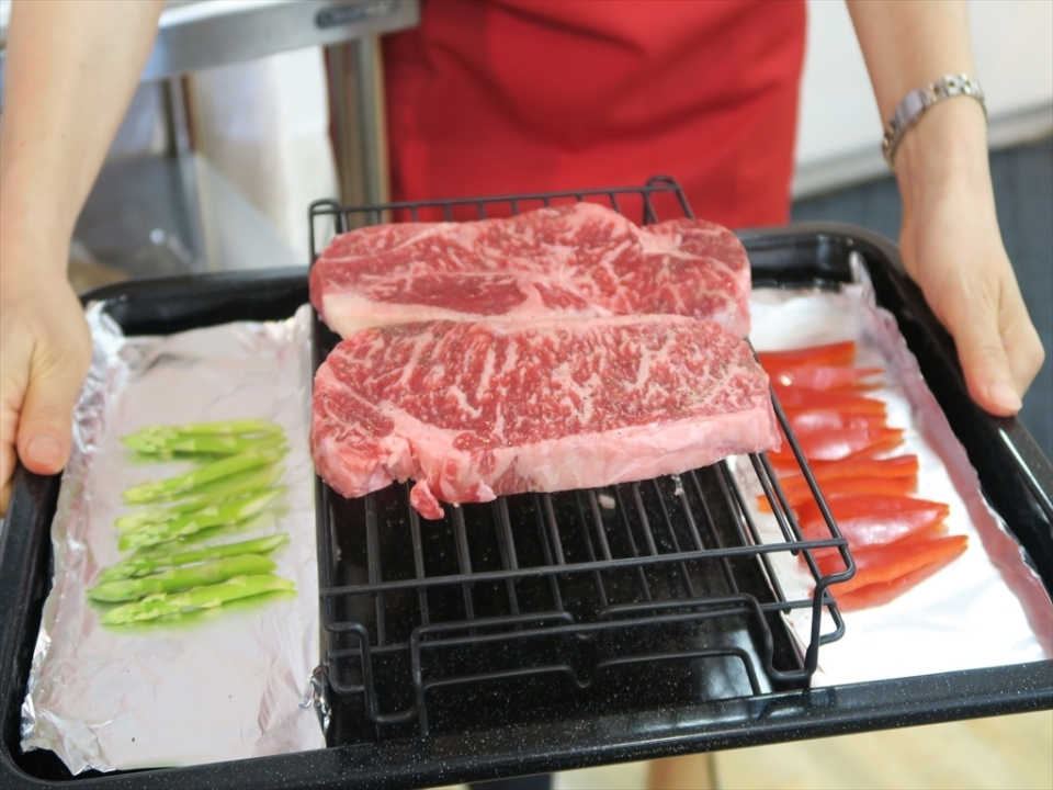 """完全にお店の味!! """"あぶり焼き""""対応の新ウォーターオーブン「ヘルシオ」で最高のステーキを実食! 6番目の画像"""