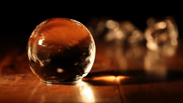 """BARのような""""透明な丸氷""""で宅飲みの格を上げる製氷機「Polar Ice」 2番目の画像"""
