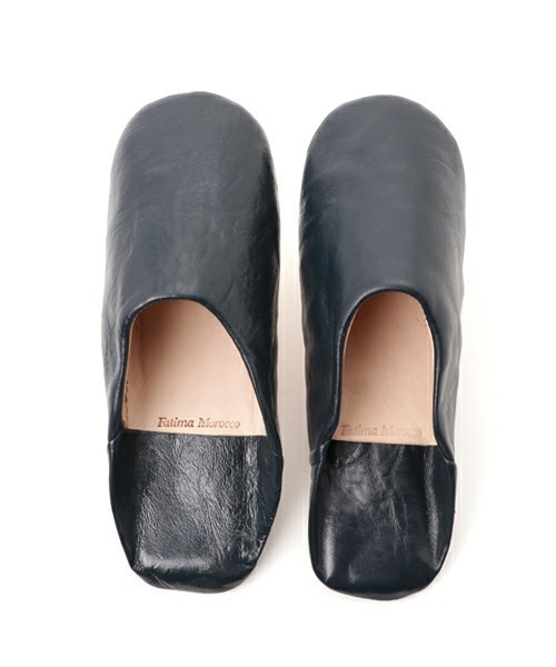 窮屈でムレる革靴から解放されたい! オフィスで使えるルームシューズ 4番目の画像