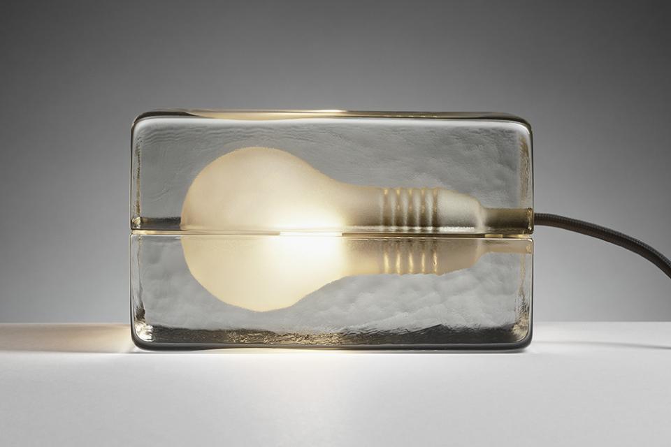 1日の疲れを温かな光で癒してくれる間接照明「BLOCK LAMP」 2番目の画像