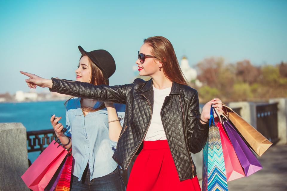 【Travel Tips】海外のショッピングで使う/聞く定番英語フレーズ!(ファッション編) 1番目の画像