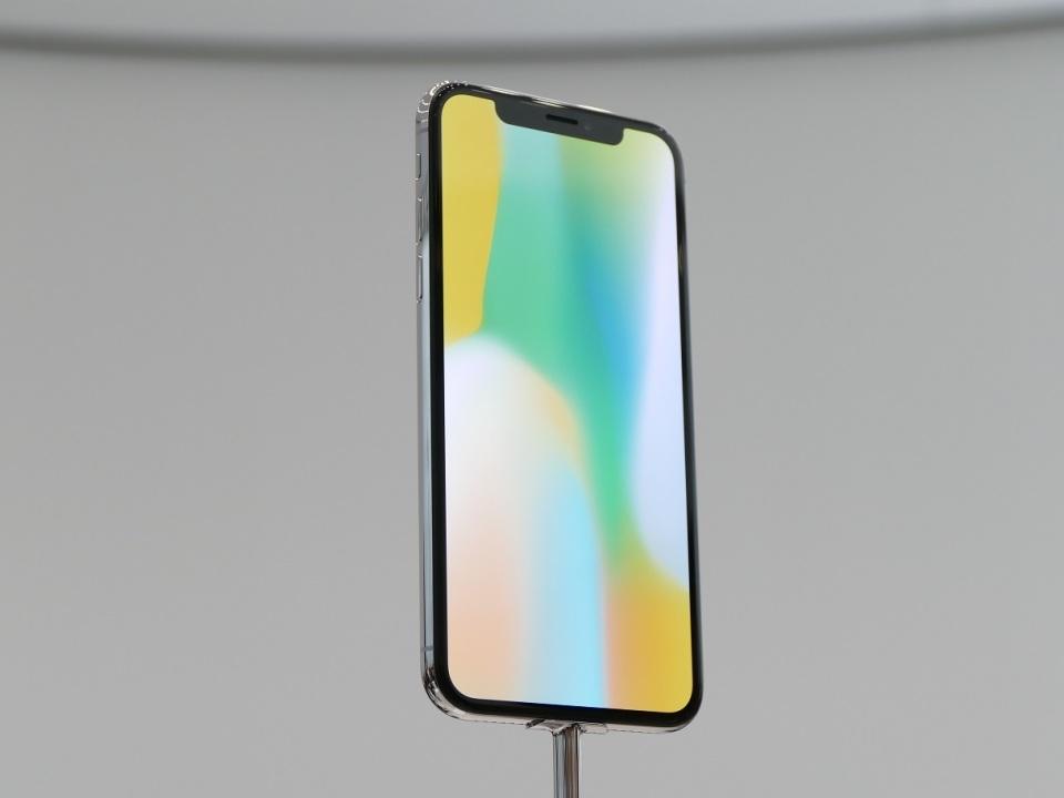 【現地写真】アップル、5.8型有機EL搭載の10周年記念モデル「iPhone X」を発表! 1番目の画像