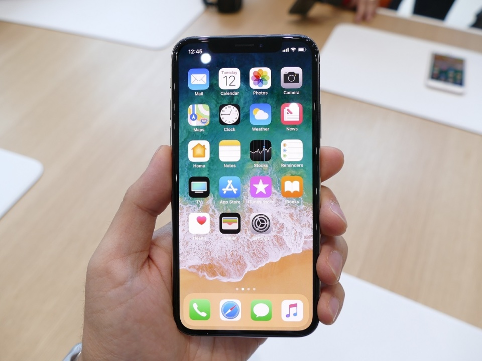 【現地写真】アップル、5.8型有機EL搭載の10周年記念モデル「iPhone X」を発表! 2番目の画像