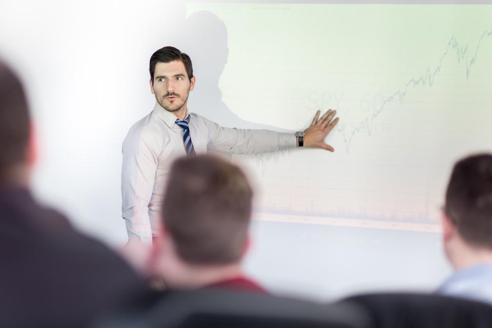 【例文】英語プレゼンを成功させる3つのコツとは? プレゼンに役立つフレーズを例文付きで紹介! 3番目の画像