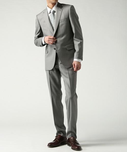 グレースーツと3種の神器「シャツ・ネクタイ・靴」の着こなし方:ワンランク上のおしゃれなスーツ姿へ 1番目の画像