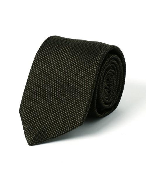 グレースーツと3種の神器「シャツ・ネクタイ・靴」の着こなし方:ワンランク上のおしゃれなスーツ姿へ 10番目の画像