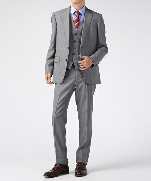 グレースーツと3種の神器「シャツ・ネクタイ・靴」の着こなし方:ワンランク上のおしゃれなスーツ姿へ 12番目の画像