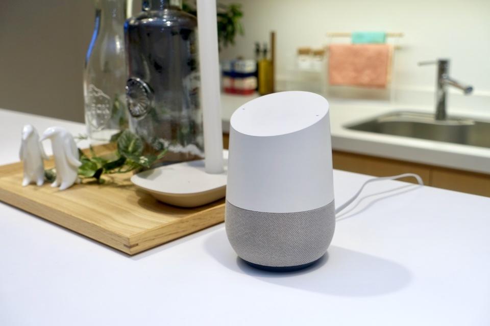 西田宗千佳のトレンドノート:Google Home、ついに日本登場。ライバルとどう違う? 1番目の画像