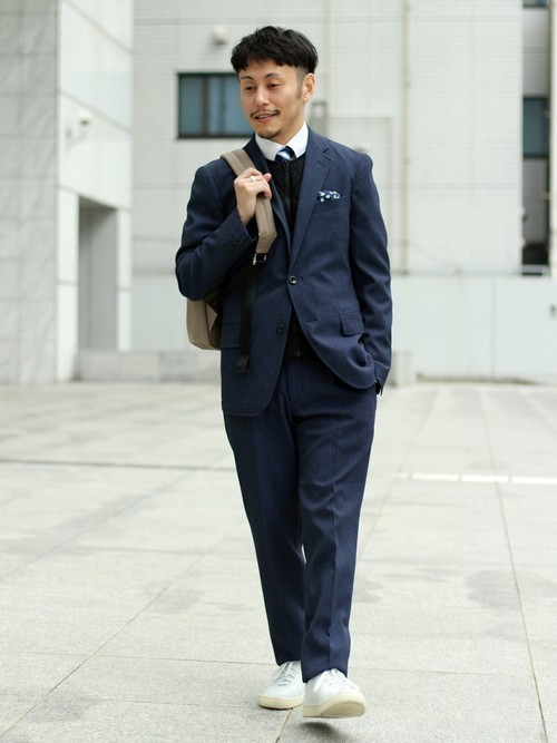 スーツにスニーカーはあり?なし? お洒落なスーツ×スニーカーコーデ&スニーカー3選 7番目の画像