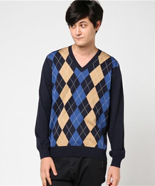 秋冬のスーツスタイルは「セーター」を取り入れる! スーツとセーターの着こなしを徹底解説 5番目の画像
