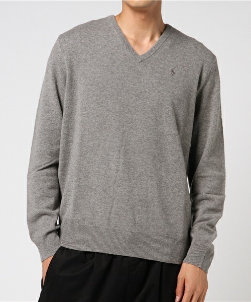 秋冬のスーツスタイルは「セーター」を取り入れる! スーツとセーターの着こなしを徹底解説 7番目の画像