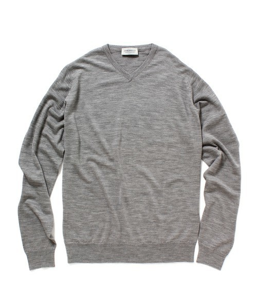 秋冬のスーツスタイルは「セーター」を取り入れる! スーツとセーターの着こなしを徹底解説 13番目の画像