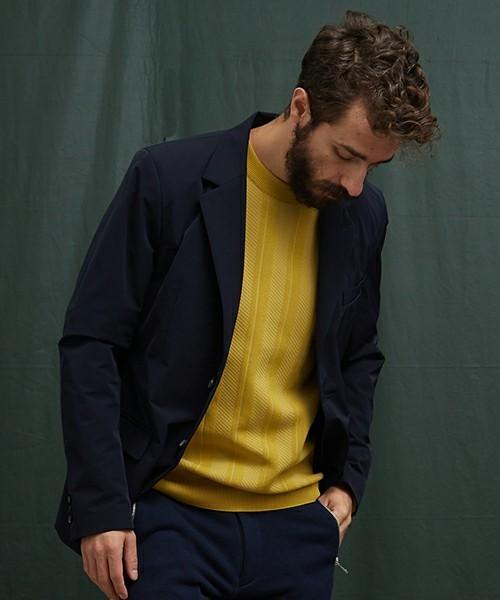 秋冬のスーツスタイルは「セーター」を取り入れる! スーツとセーターの着こなしを徹底解説 1番目の画像