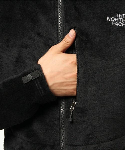 着膨れしない!定番フリースジャケットの爽やかアウトドアスタイル 3番目の画像