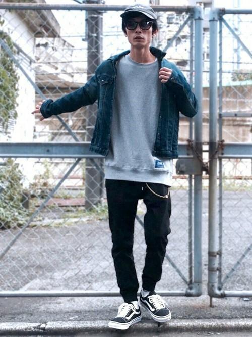 """俄然流行中の""""ジョガーパンツ""""色別メンズコーデ24選:トレンドアイテムを着こなして時代に乗れ! 5番目の画像"""