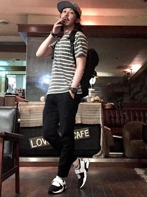 """俄然流行中の""""ジョガーパンツ""""色別メンズコーデ24選:トレンドアイテムを着こなして時代に乗れ! 6番目の画像"""