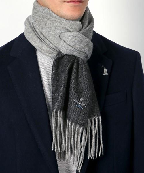 スーツに合わせやすいマフラーの色は?ビジネスシーンで大人の魅力を引き立てるマフラーリスト 5番目の画像