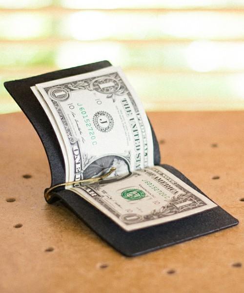 """""""財布""""はこんなに薄くなる!スマートシンプルな大人の男のための「マネークリップ」特集 5番目の画像"""