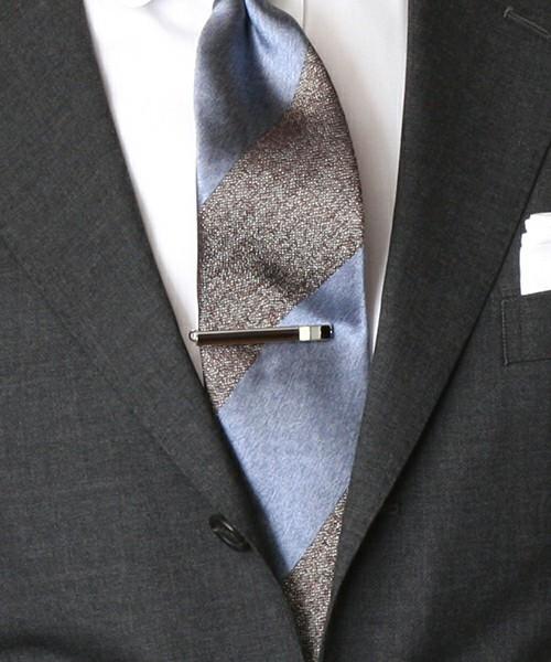 知らないと恥ずかしい基本マナー|スーツに着けるアクセサリーのOK・NGラインとは? 1番目の画像