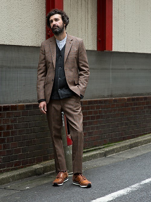 秋冬スーツの新定番「ブラウンスーツ」:ブラウンスーツのおしゃれな着こなしでワンランク上を目指す 2番目の画像