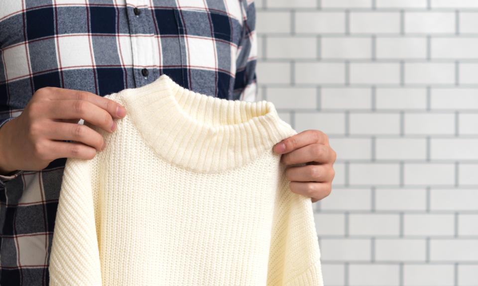 セーターにできてしまう毛玉を簡単に取る裏技をご紹介! 身近にあるアイテムを使った簡単毛玉取りテク 1番目の画像