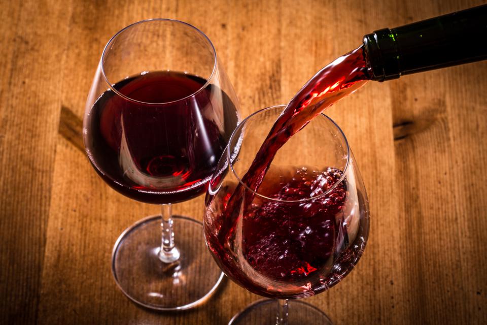 デキる大人の常識!上司・取引先との飲み会で恥をかかない「お酌」のマナー【ビール・ワイン・日本酒】 4番目の画像