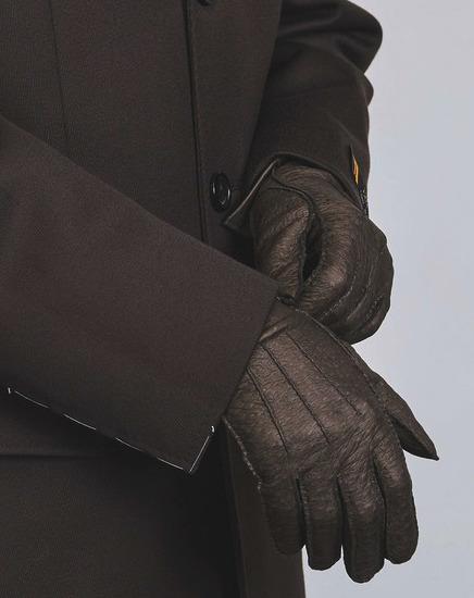秋冬スーツのお供「メンズ手袋」を展開するブランド3選。スーツスタイルをかっこよく、あったかく。 1番目の画像