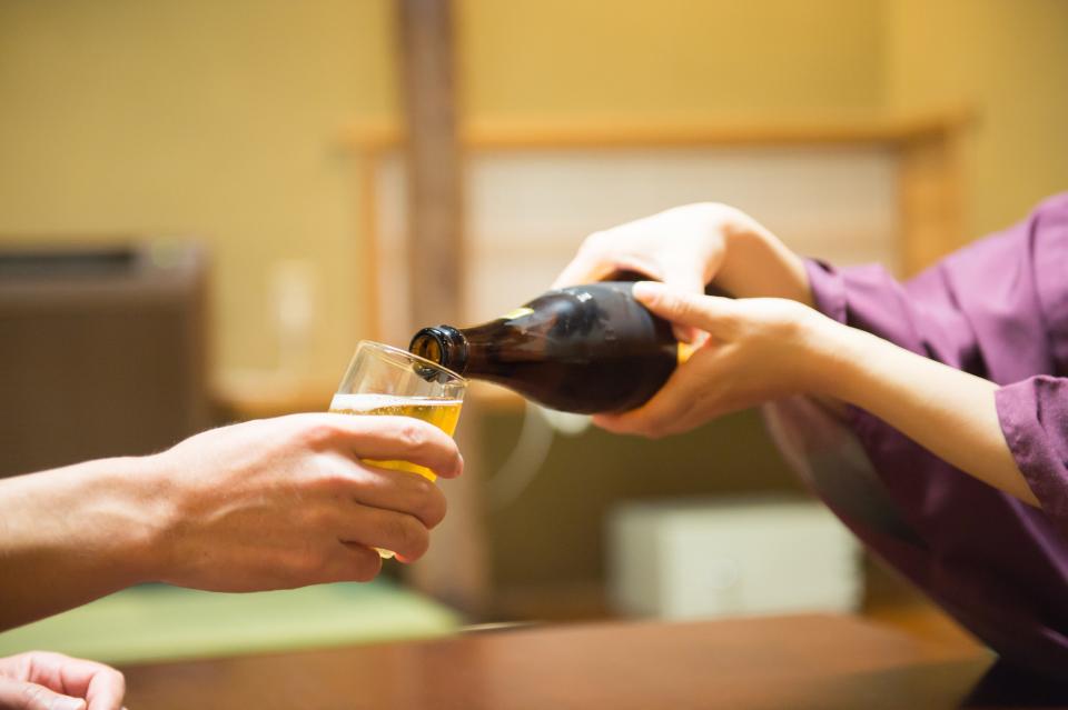 飲み会を制する者は仕事を制する!知っておくべき飲み会マナー&上司を気持ち良くさせるテクニック3選 5番目の画像