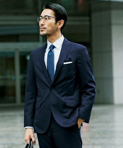 20代でも着こなせる「メンズスーツブランド」10選:若くてもカッコイイ「スーツ」を着たい 1番目の画像