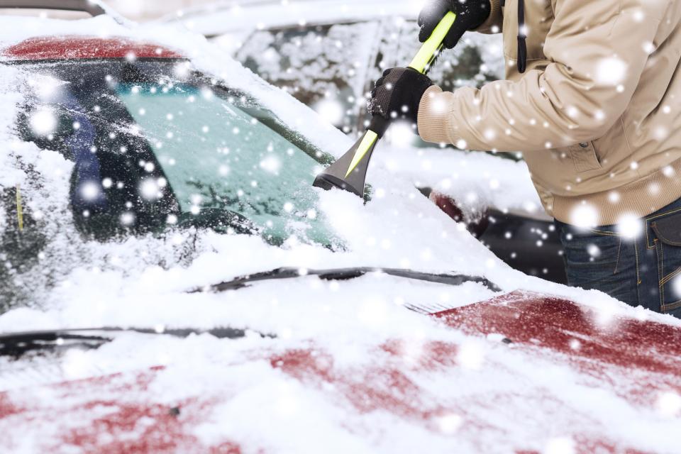 車のフロントガラス凍結時にお湯かけてはいけません! ←これwwww