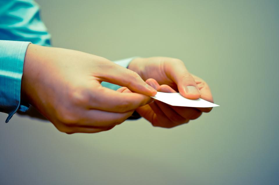 営業の訪問で相手が不在だった場合の「名刺」の使い方&手書きメッセージの書き方 1番目の画像