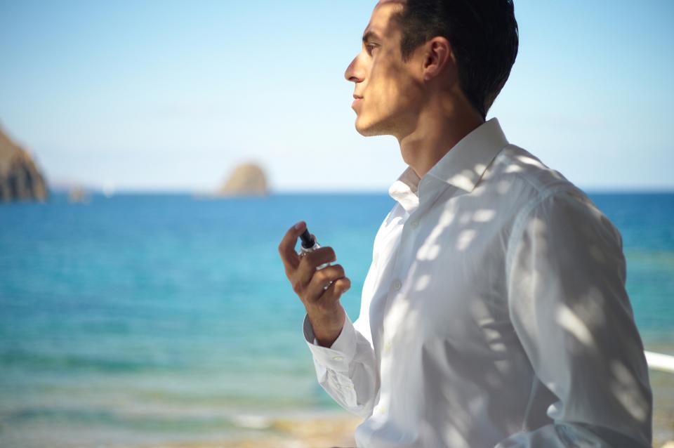 【香水のつけ方】耳の後ろはNG?男性のための香水マニュアル  2番目の画像