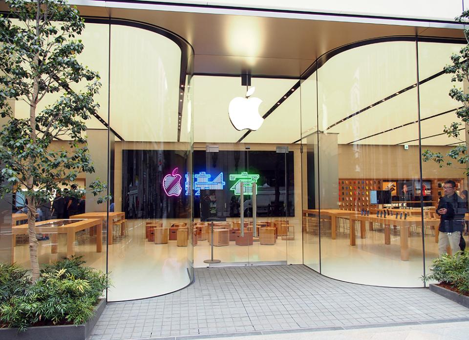 石野純也のモバイル活用術:オープン直前!Apple新宿の全貌をいち早くレポート 2番目の画像