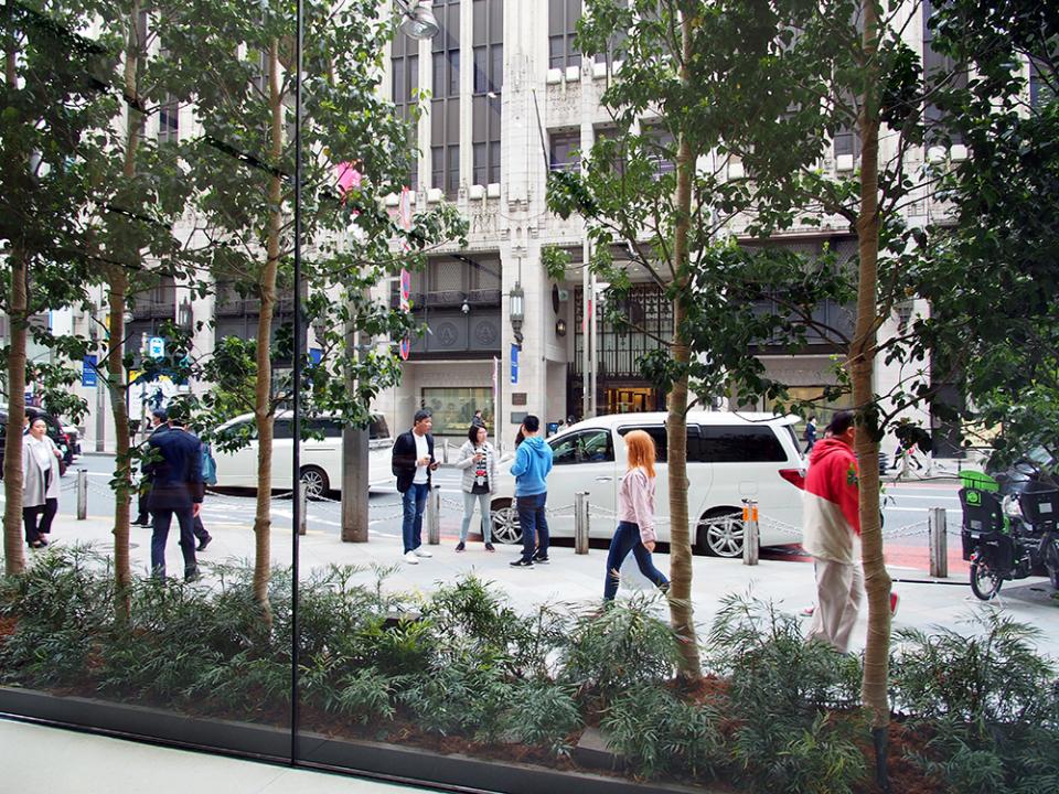 石野純也のモバイル活用術:オープン直前!Apple新宿の全貌をいち早くレポート 5番目の画像