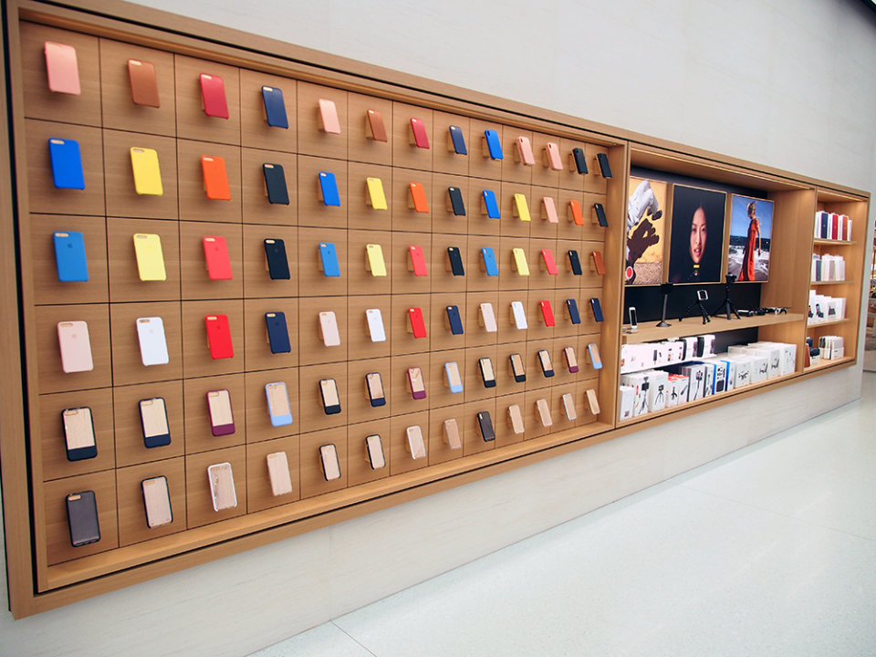 石野純也のモバイル活用術:オープン直前!Apple新宿の全貌をいち早くレポート 8番目の画像