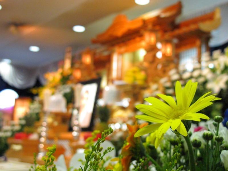 葬式の受付で記帳する際の基本的なマナー  1番目の画像