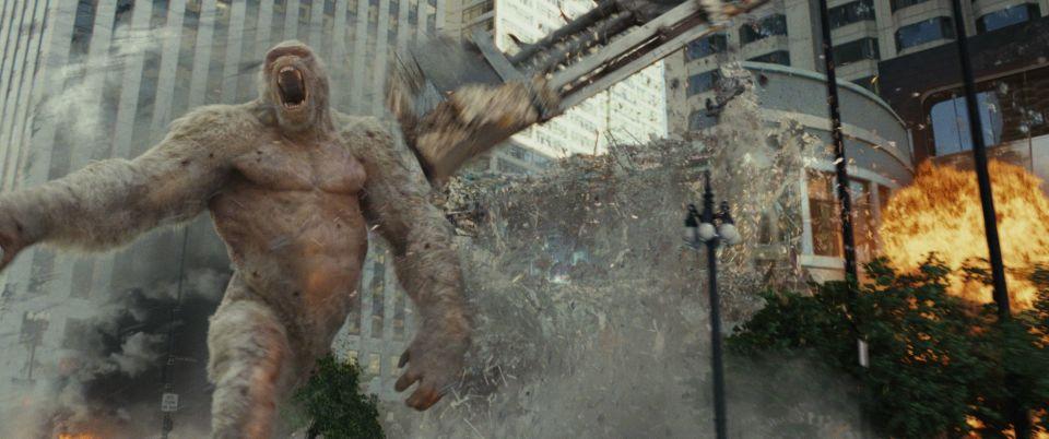 巨獣よりもザ・ロックさまの不死身度がヤバい?モンスターパニック「ランペイジ」でストレス発散! 2番目の画像