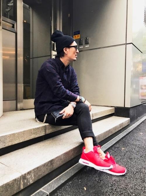 【最新版】メンズの赤スニーカーおしゃれコーデ術10選&おすすめ赤スニーカー 5番目の画像