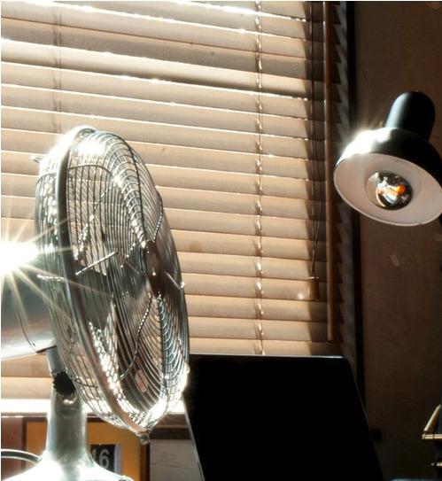 高コスパな卓上扇風機で快適に働く!機能的でおしゃれな卓上扇風機3選【2018年版】 1番目の画像