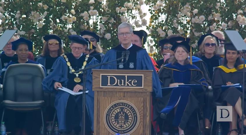 スティーブ・ジョブスの後継者ティム・クック「現状を否定し勇猛果敢に挑むこと」デューク大学卒業式スピーチ 1番目の画像