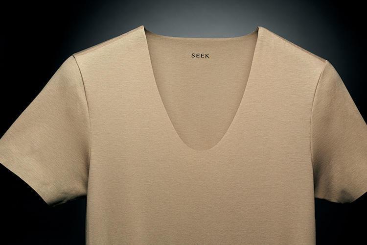 「見えない、だからキマる。」SEEKのアンダーウェアを着ると、なぜスーツ姿がキマるのか? 1番目の画像