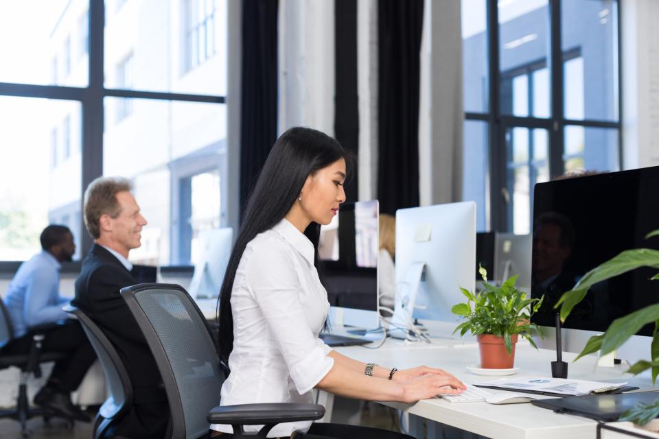 「出勤」と「出社」の意味の違い|誤解している人が多い「出勤・出社」の違いを解説 2番目の画像