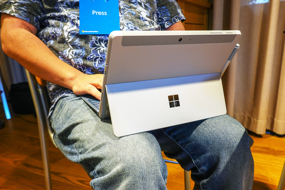 西田宗千佳のトレンドノート:Surface Goはなぜ「日本だけ高く感じる」のか 3番目の画像